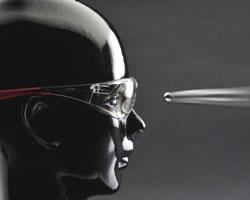 Man met veiligheidsbril